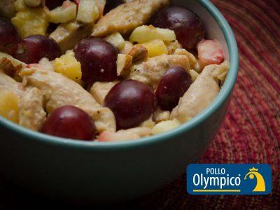 Ensalada de pollo al curry con uvas